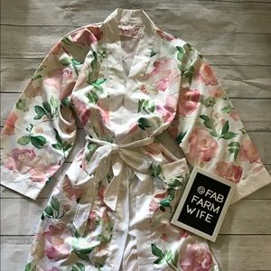 White floral bridal robe. One size.